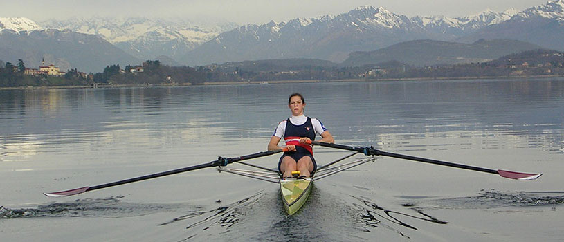 Annie Vernon rowing a single scull in Varese, Italy